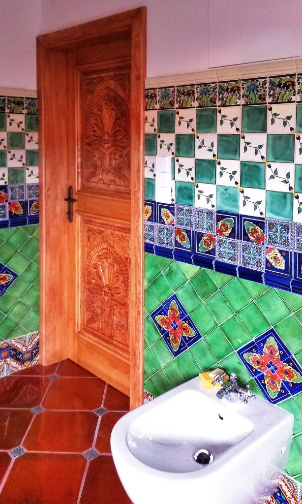 Rucne-vyrezavane-dvere-motiv-pavi-ochutnavka-koupelny